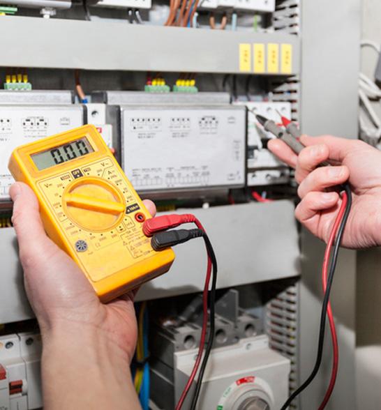 Sistemazione impianti elettrici singoli e condominiali. Manutenzione ordinaria e straordinaria impianti elettrici singoli.